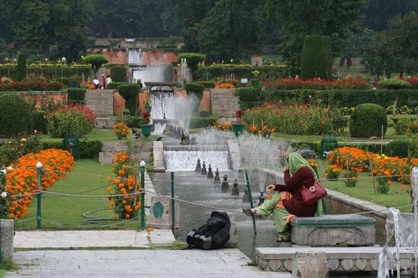 Nishat Bagh Green Kashmir Travels