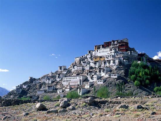 Ladakh-Tour-Packages-Green-Kashmir-Travels