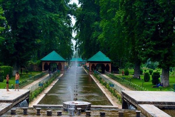 Shalimar Garden Green Kashmir Travels
